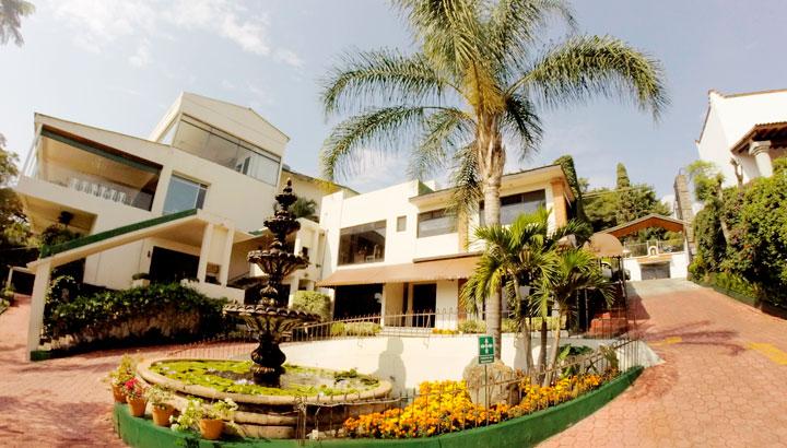 Hoteles en Cuernavaca · Villa del Conquistador · Cómodas habitaciones en planta baja con vista a jardines cuidados e inspiradores