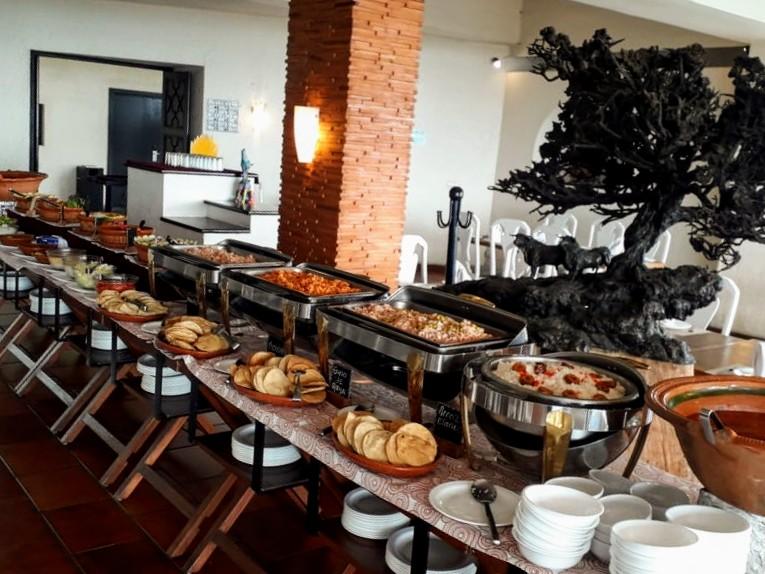 Tradicional Desayuno Buffet en Cuernavaca · Sábados niños menores de 1.25m son nuestra cortesía (1 adulto por niño)